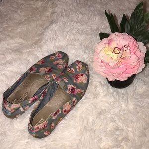 ♥️ Floral TOMS ♥️
